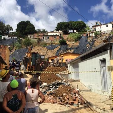 Deslizamento de barreira no Recife deixa sete mortos e três feridos