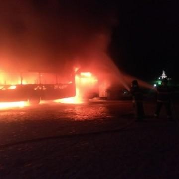 Dez ônibus pegam fogo em Vitória de Santo Antão