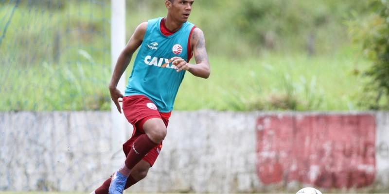 Jogador revelado pelo Náutico chega para disputar espaço com os experientes Danny Moraes e William Alves