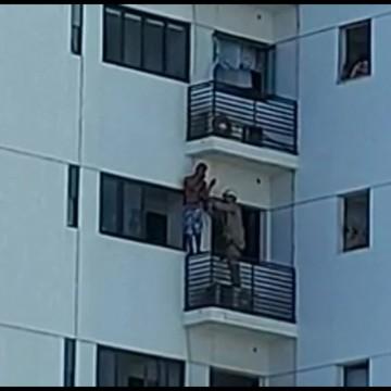 Homem escala 11 andares de um prédio no Rosarinho