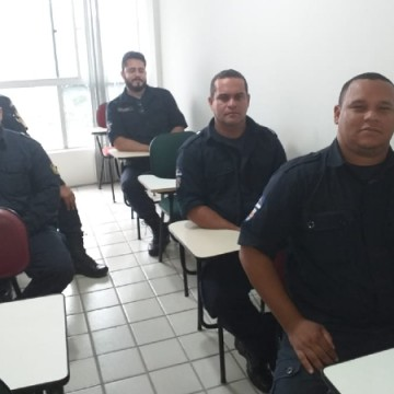 Guardas municipais de Olinda se preparam para usar armas de fogo