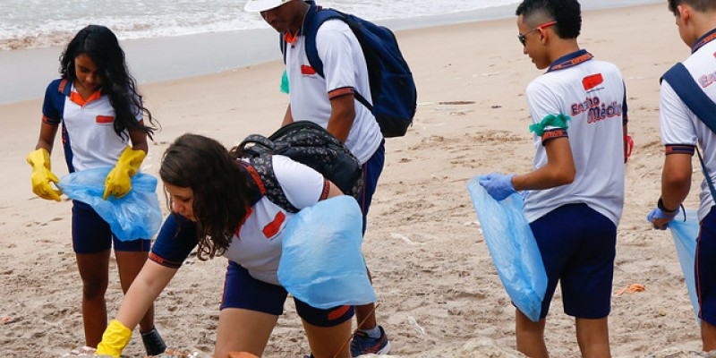 Grupos se uniram para o mutirão global em diferentes países pelo mundo para retirar resíduos descartados incorretamente dos rios e praias