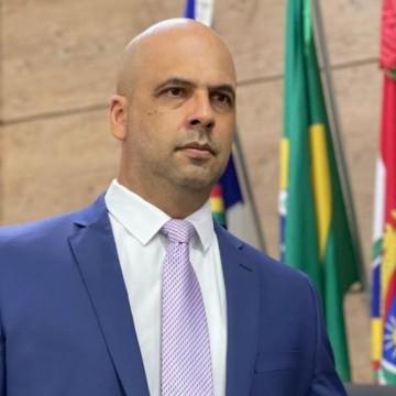 Vereador de Caruarupede credenciamento do ICIA no SUS Estadual