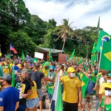 Centenas de maninestantes protestam no Recife