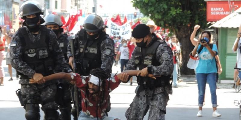 A ordem para dispersar manifestantes que participavam de um protesto pacífico, foi dada pelo Comando Geral da Polícia Militar