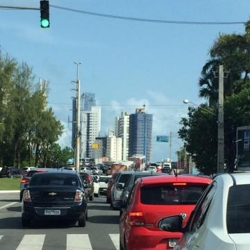 Lei que libera avanço de semáforo causa polêmica