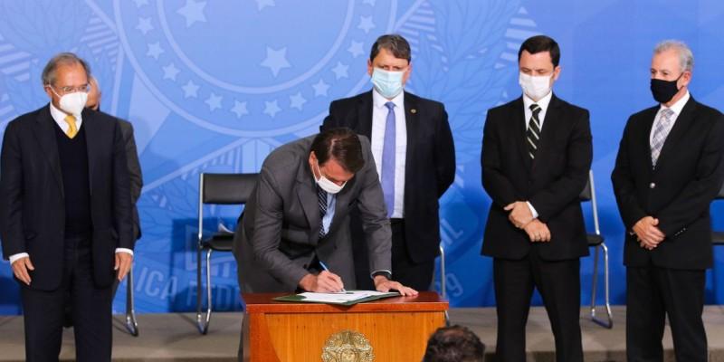 Foram assinados dois decretos e duas MPs