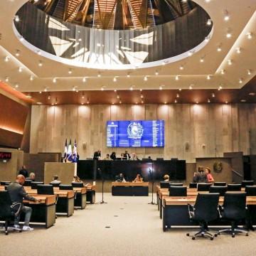 Aprovada proposta que proíbe uso de cores de partidos na publicidade do Governo Estadual