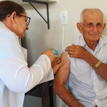 Campanha de vacinação contra gripe tem início para idosos e profissionais de saúde
