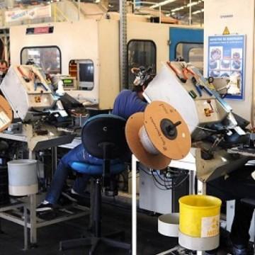 Produção industrial cresce em outubro, mas segue negativa no acumulado do ano