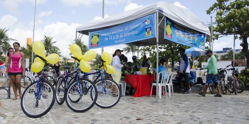 A feira funciona das 8h da manhã ao meio-dia e da 13h às 16h da tarde.