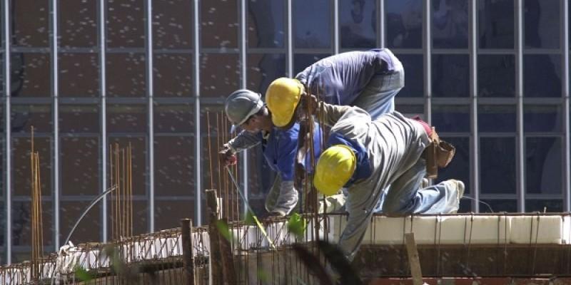 A pesquisa da CNI foi feita de 1º a 12 de novembro com 483 indústrias da construção – 167 pequenas, 208 médias e 108 de grande porte