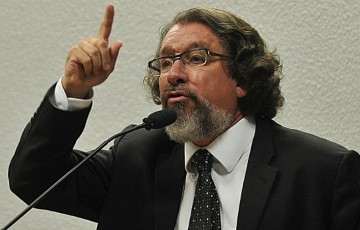 Advogado lança no Recife livro sobre conversas de Moro com Dallagnol