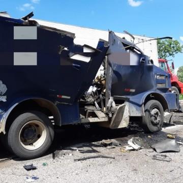 Bandidos explodem carro-forte em Ouricuri, no Sertão