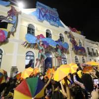 A festa começou em frente ao Palácio dos Governadores