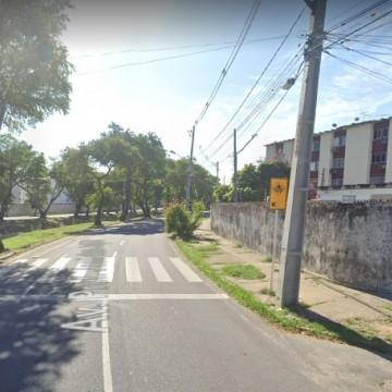 Obra na Zona Norte do Recife interdita trecho da Avenida Professor José dos Anjos