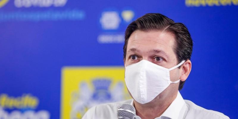 Geraldo Júlio, anunciou as altas nos hospitais de campanha, agradeceu a todos os profissionais de saúde e demais envolvidos na conquista