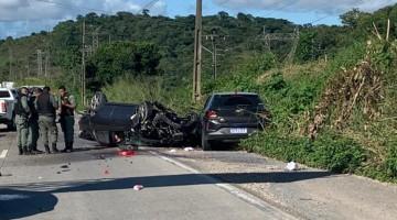 Homem rouba carro em Caruaru, pratica assalto, atira em viatura da polícia, sofre acidente e morre na BR 232