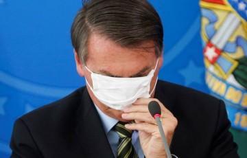 Perdido, Jair Bolsonaro só tem a cloroquina