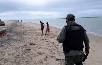 Operação flagra 37 pessoas usando as praias de Olinda irregularmente