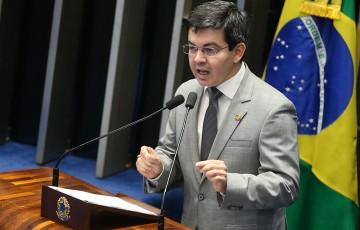 Randolfe cumpre agenda no Recife neste domingo