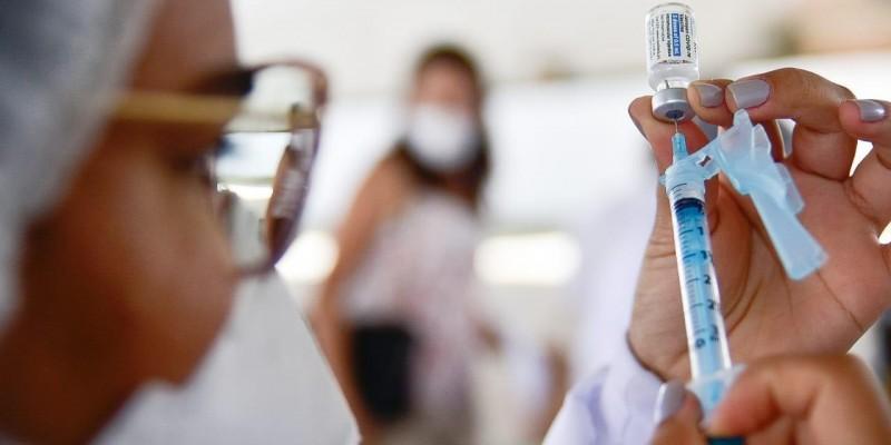 Município atingiu a marca de 50,77% da população vacinada com a primeira dose contra a Covid-19, nesta terça-feira (7)