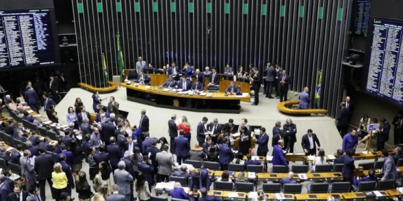 As propostas pretendem reforçar o caixa de estados e municípios