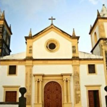 Catedral de Olinda organiza memorial aos mortos por Covid-19 e homenagem aos profissionais de saúde
