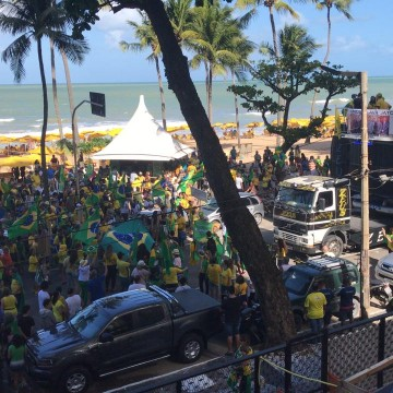 Manifestantes realizam ato em apoio a Moro e à Lava Jato