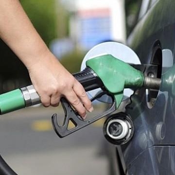 Economista destaca sobre previsão de possível queda nos valores dos combustíveis