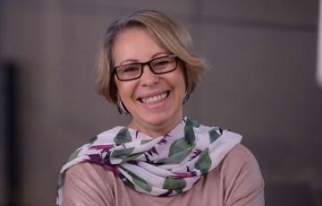 Entrevista   Eunice Ferrari , psicoterapeuta e astróloga