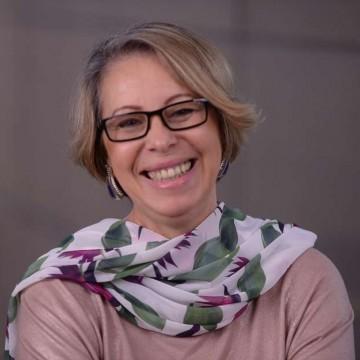 Entrevista | Eunice Ferrari , psicoterapeuta e astróloga