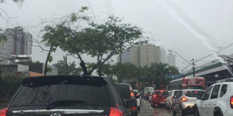 Aviso da Apac indica continuidade de chuvas fortes na Região Metropolitana do Recife e zona da Mata
