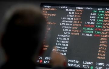 Bolsa fecha acima de 100 mil pontos por primeira vez em quatro meses