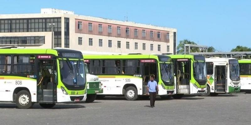 No início da manhã, o Terminal Integrado (TI) de Xambá, em Olinda, não tinha coletivos por volta das 7h. No Recife, muitos passageiros também ficaram à espera de ônibus no TI Macaxeira