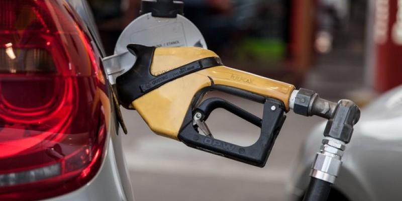 A Petrobras promoveu mais um aumento no valor do combustível, que agora chega em suas refinarias 4% mais caro