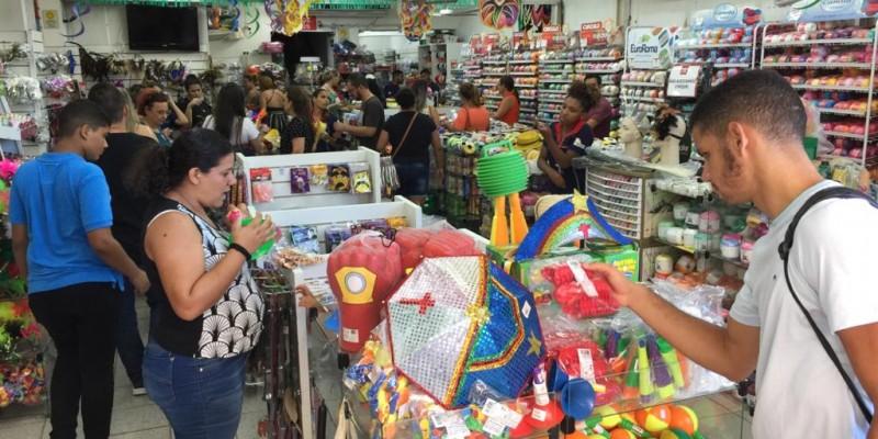 Durante a operação em 32 estabelecimentos visitados entre lojas de rua e shoppings, 24 foram notificados com produtos irregulares