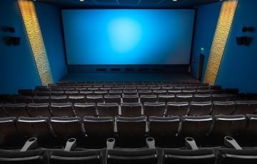 Serviços de alimentação têm horário e lotação ampliados. Cinemas e teatros são liberados