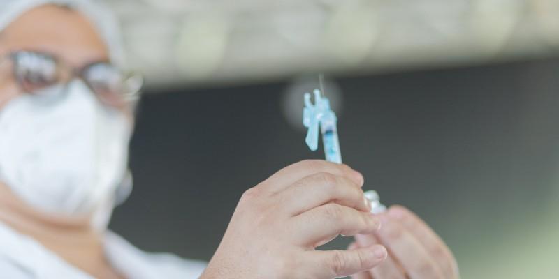 De acordo com a prefeitura, a imunização do novo grupo começou neste domingo