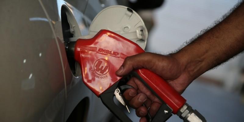O menor preço da gasolina comum foi encontrado no bairro da Estância, com o litro sendo vendido por R$ 4,069 e o maior preço, em Boa Viagem, custando R$ 4,599