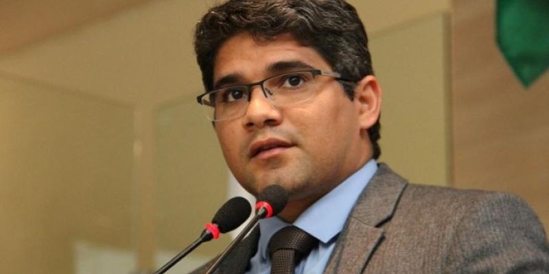 Para Renato Antunes (PSC), diante da crise o contribuinte tem que escolher entre pagar o IPTU ou comer