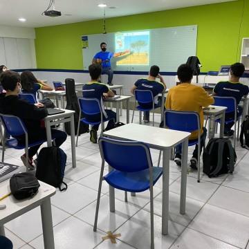 Alunos do ensino fundamental voltam às aulas presenciais em PE