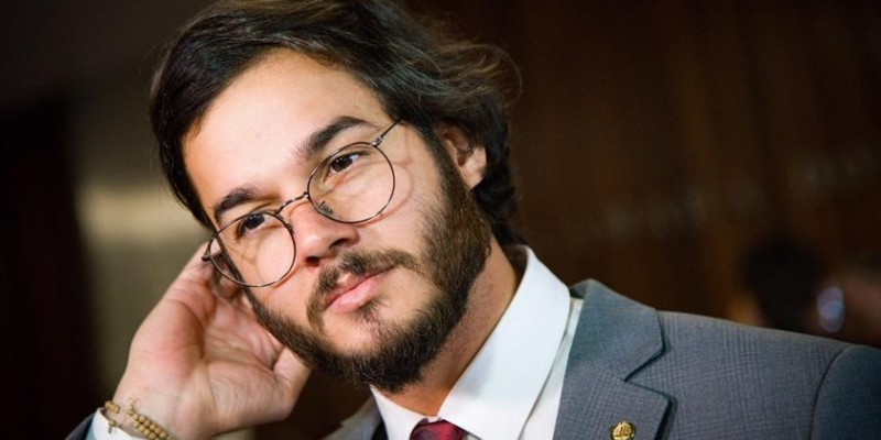 A data da convenção do PDT, dia 16, teria acendido o sinal amarelo no presidente nacional da legenda, Carlos Lupi, porque seria após o ato de formalização da candidatura de João Campos