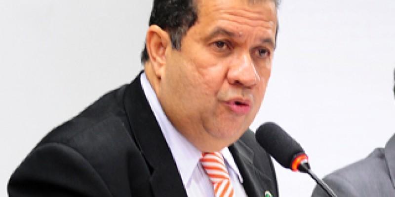 O predisente Carlos Lupi passou o comando do PDT no Recife para o deputado federal Túlio Gadelha