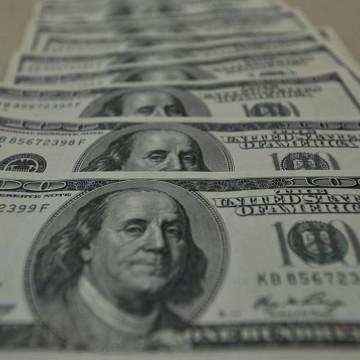 Dólar fecha no menor nível desde janeiro após decisão do Copom