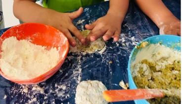 Crianças da Rua da Lata recebem hambúrgueres saudáveis