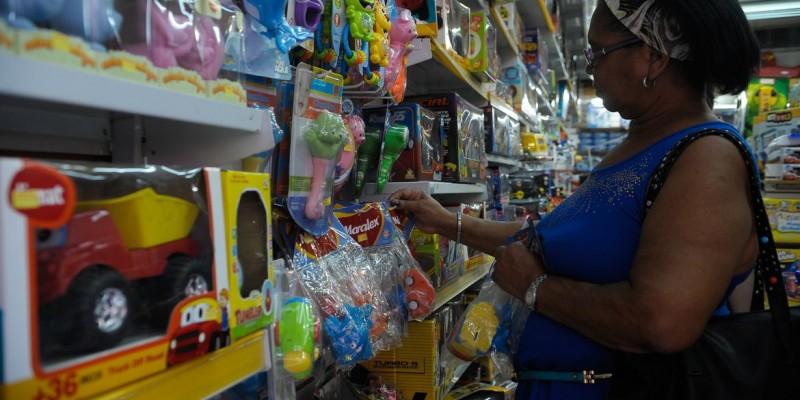 Ainda de acordo com dados da pesquisa, a internet já é a principal escolha de compra dos consumidores seguida pelos shoppings