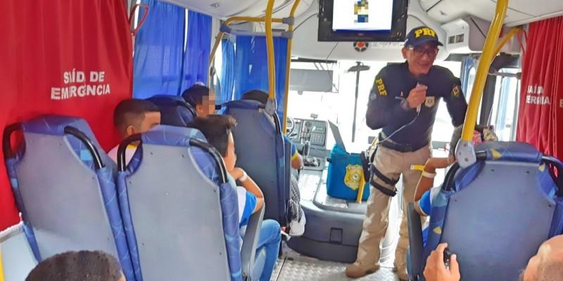 Ações educativas tem objetivo informar motoristas e passageiros sobre o papel de cada um no trânsito