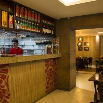 Bares e restaurantes já sentem os impactos do novo coronavírus