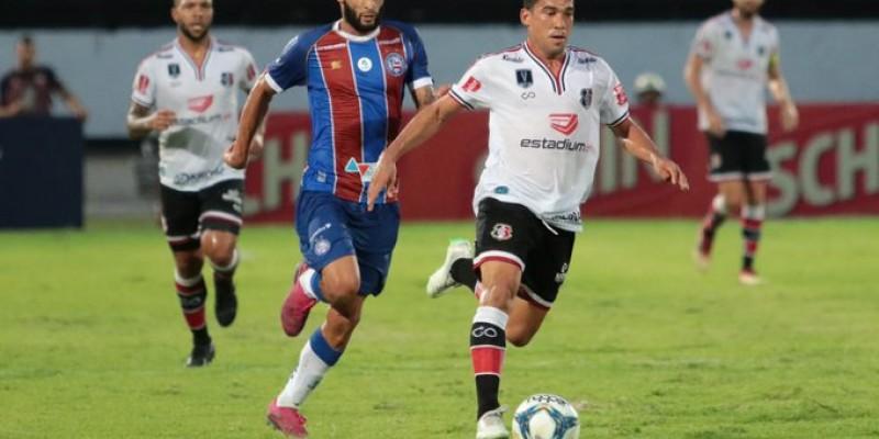 Antes do jogo, o goleiro Tiago Cardoso, agora ex-atleta, recebeu homenagem
